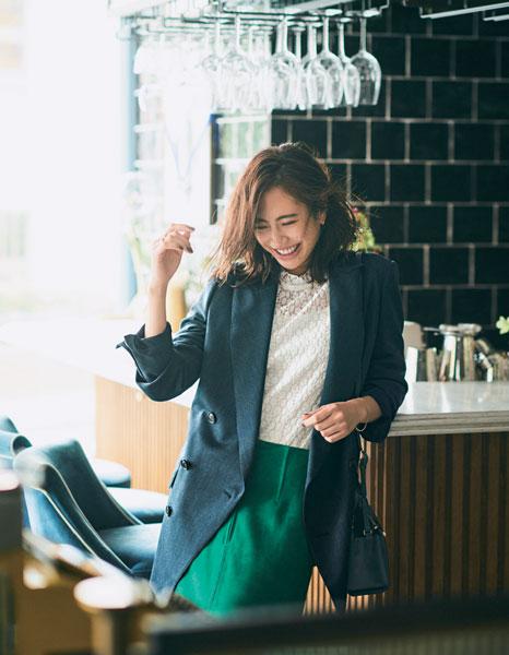 【4】鮮やかグリーンスカート×白ブラウス×ダブルジャケット