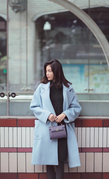 ウィム ガゼットのきれい色ブルーコート