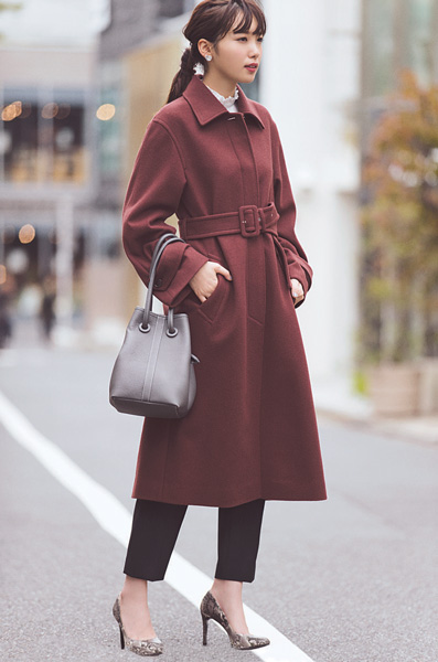 ビューティ&ユースのベルト付きステンカラーコート