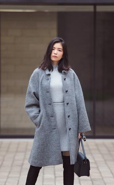 【5】ロングステンカラーコート×グレーワンピース