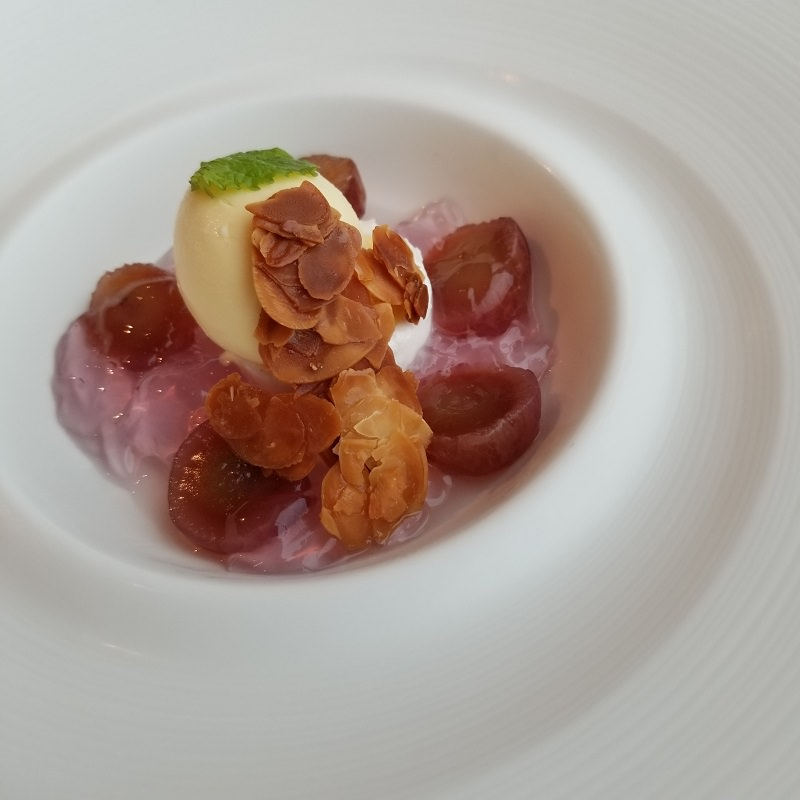 葡萄のコンポートとジュレ マスカルポーネのアイスクリーム
