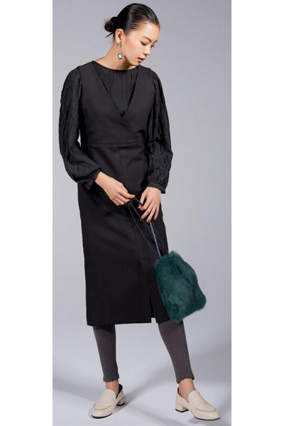 【1】黒ブラウス×黒ジャンパースカート