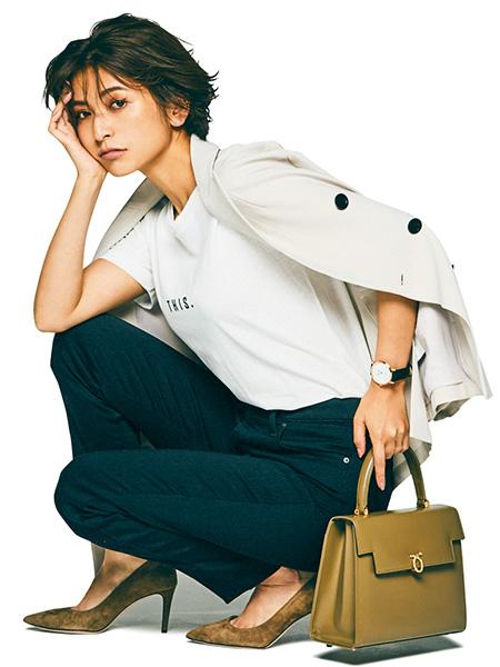 【3】白Tシャツ×黒スキニーパンツ×グレージャケット