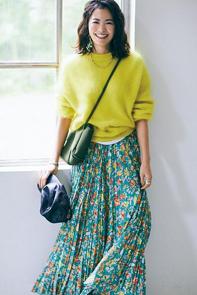 ロング丈の柄スカート×モヘアニット