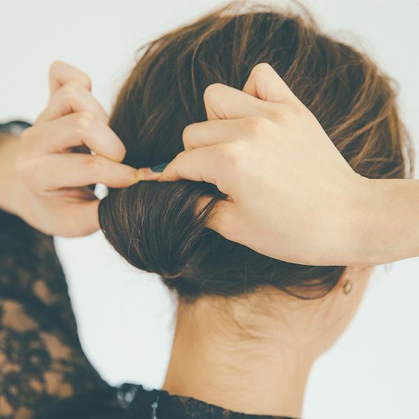 アクセ+ひとつまとめ髪でクラシカルに