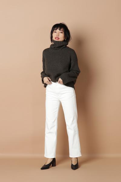 【5】茶色ニット×太白パンツ