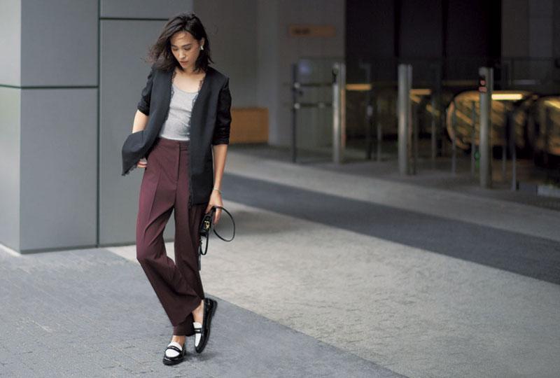 メンズらしい風格の足元でジャケットスタイルも普通に終わらせない
