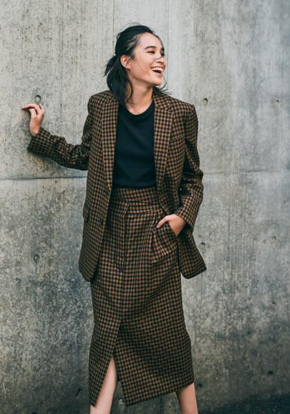 【3】茶色ロングジャケット×タイトスカート
