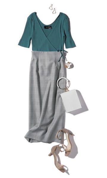 グレーロングスカート×ブルーTシャツ