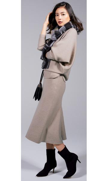 ファビオ ルスコーニの筒細×華奢ヒールなミドル丈ブーツ