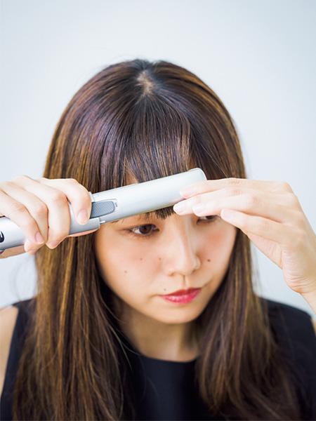 うねりのある前髪はアイロンでまっすぐに補整