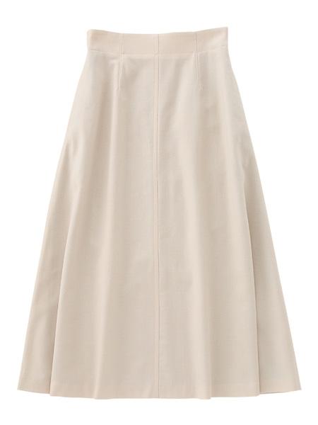 エクリュ色のスカート