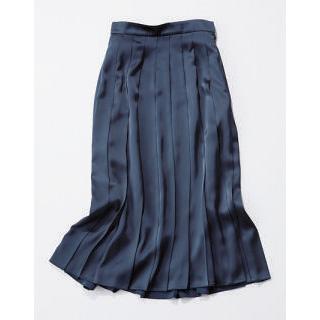 ネイビーのプリーツスカート