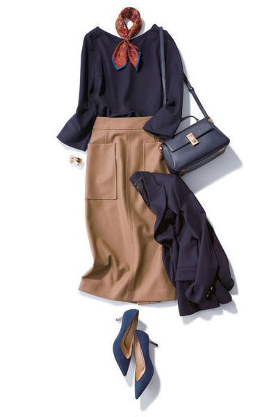 ネイビーブラウス×キャメルタイトスカート