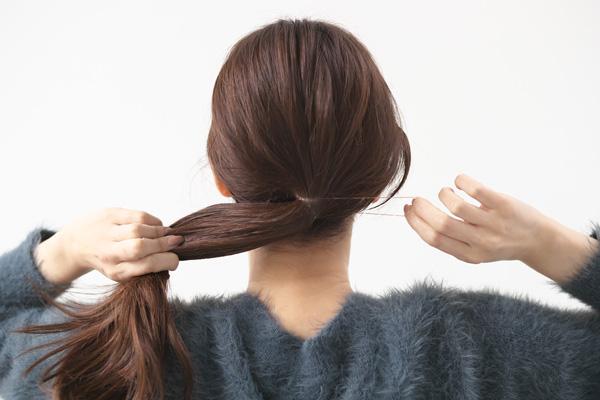 ロングヘア|ゆるっとシンプルローポニーの簡単ヘアアレンジ