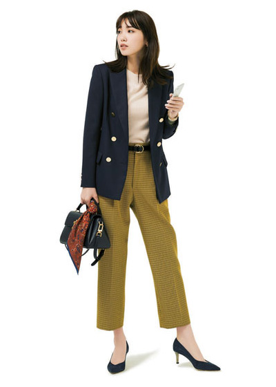 【4】黒ミニバッグ×赤茶系柄スカーフ