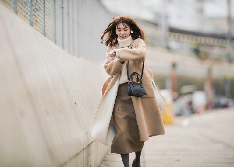 白コート×ベージュロングスカート