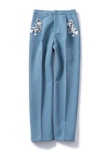 ブルーのタック入りパンツ
