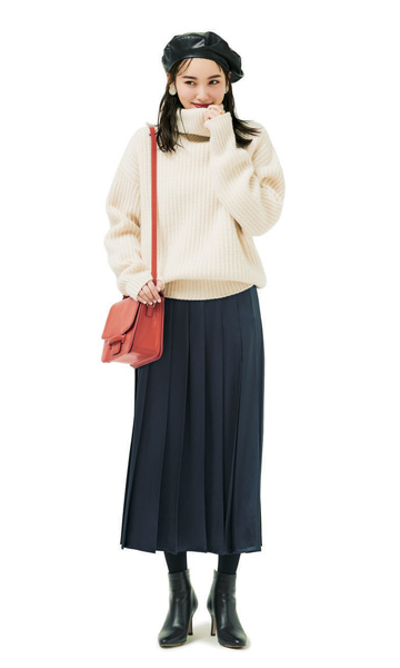 黒ベレー帽×白タートル×ネイビースカート