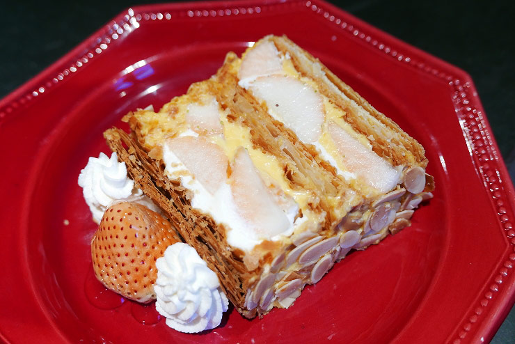 KIHACHI の白い苺のナポレオンパイ