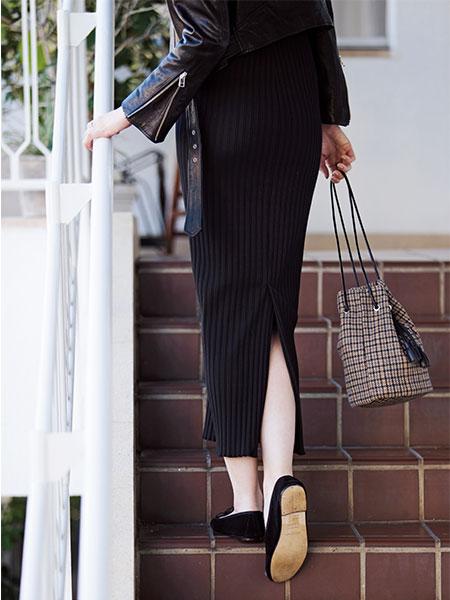 ロングでタイトなスカートを無理なく着られる体が理想