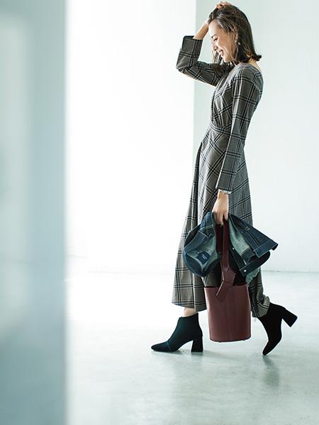 チェックワンピースでオシャレな服装の笹川友里