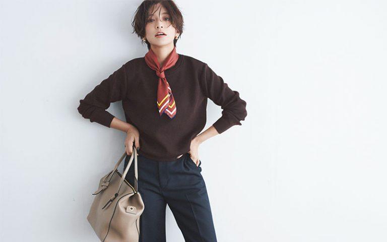 【1】ブラウンニット×ネイビーパンツ×スカーフ