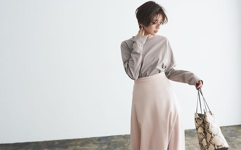 グレージュカットソー×ピンクスカート