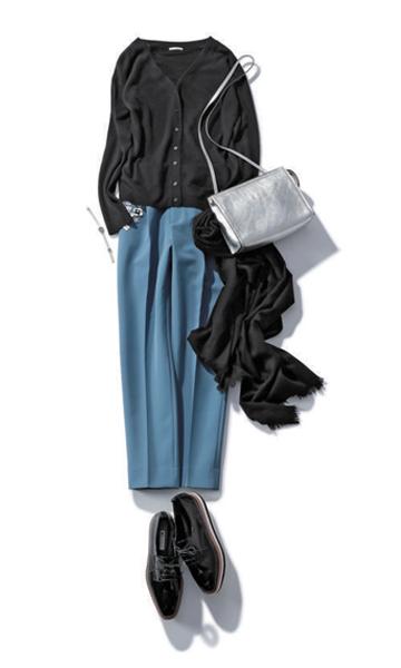 【3】黒カーディガン×水色パンツ