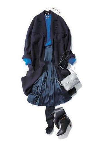 ネイビーコート×ブルースカート