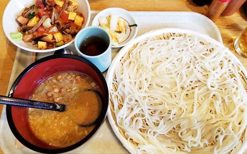 稲庭うどん七蔵特製スープつけ麺+ミニ丼ぶりのセット(小)