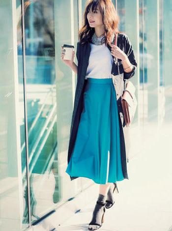 青ロングスカート×白Tシャツ
