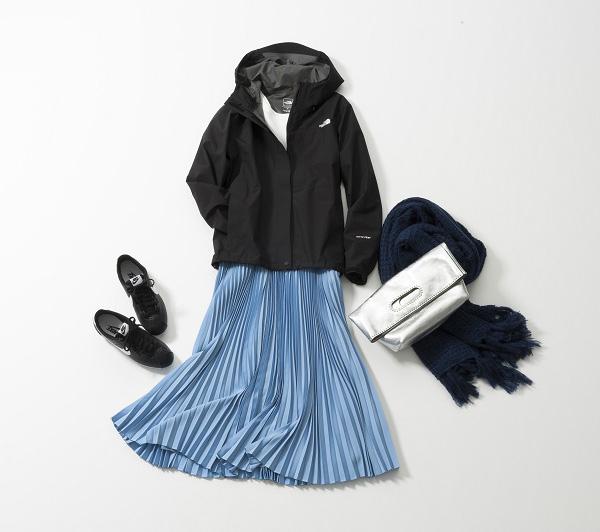 黒パーカシャカブルゾン×青プリーツスカート
