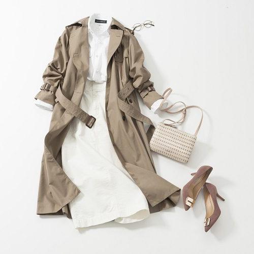 白スカート×白トップス×ベージュトレンチコート