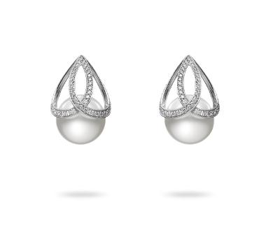 ピアス 白蝶真珠・ダイアモンド WGK18製
