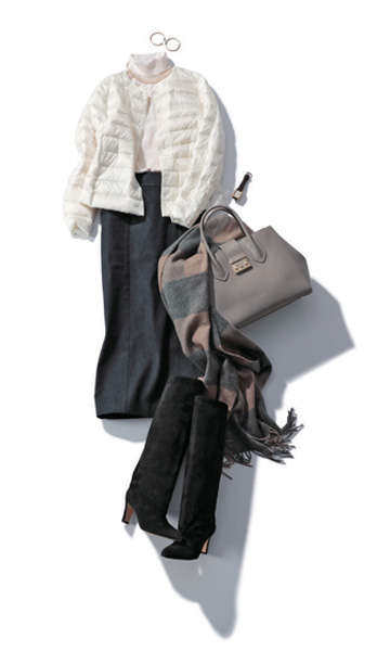 黒スカート×白タートルニット