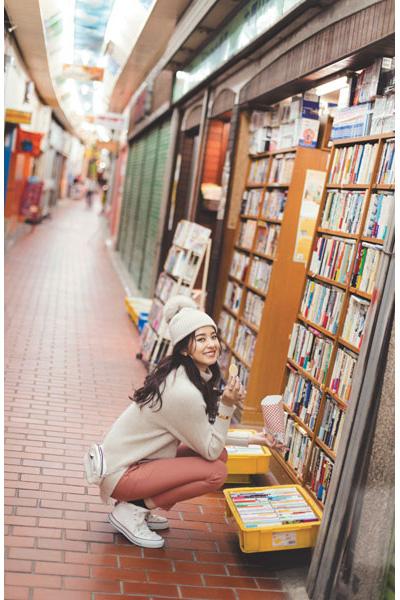 白ニット帽×白ニット×ピンクパンツ