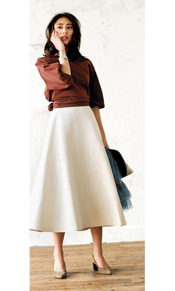 白ロングスカート×ブラウンブラウス