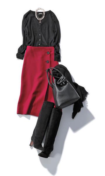 【1】赤スカート×黒カーディガン