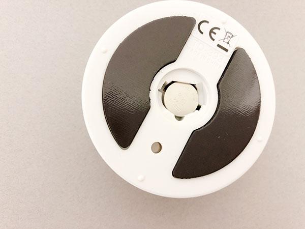 ボタン電池が使われていて交換しづらい