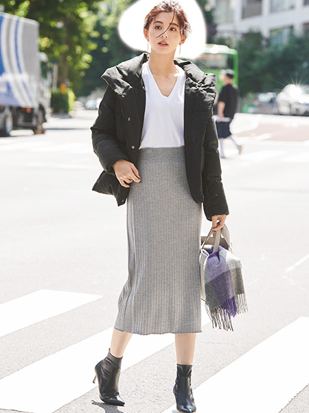 【26】ダウンコート×白カットソー×グレーリブスカート