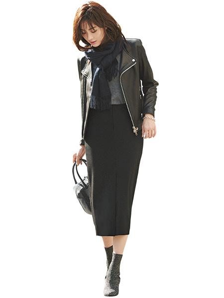 黒スカート×黒ライダースジャケット