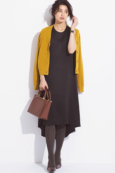 後ろ裾長めのデザイン黒Tシャツワンピース