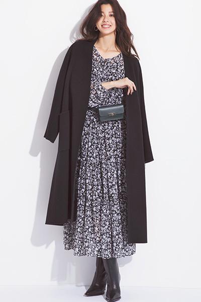 黒の花柄ドレス×ウエストバッグ