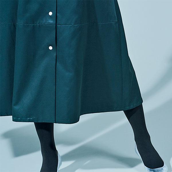 STEP1 主役のグリーンは思いっきり女っぽいアイテムで