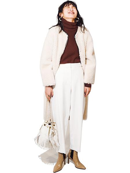白コート×白パンツ