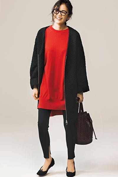 赤ニット×黒レギンス×黒のジップコート