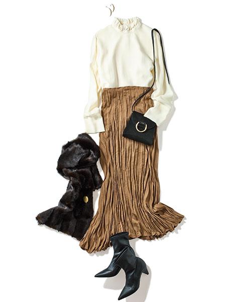 【2】デミルクス ビームスの白ブラウス×キャメルプリーツスカート