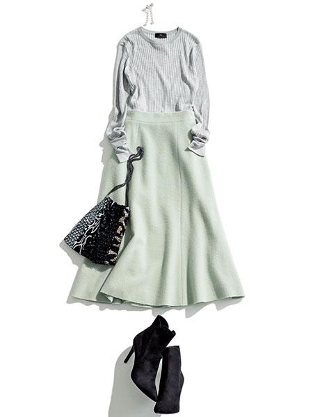 シルクカシミアのセーター×ミントフレアスカート
