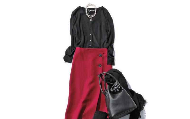 赤スカート×黒カーディガン